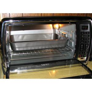 Baking pan fitting into an Oster TSSTTVMNDG digital convection oven