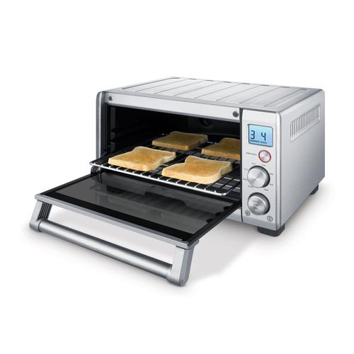 Inner compartment of Breville BOV650 toaster oven
